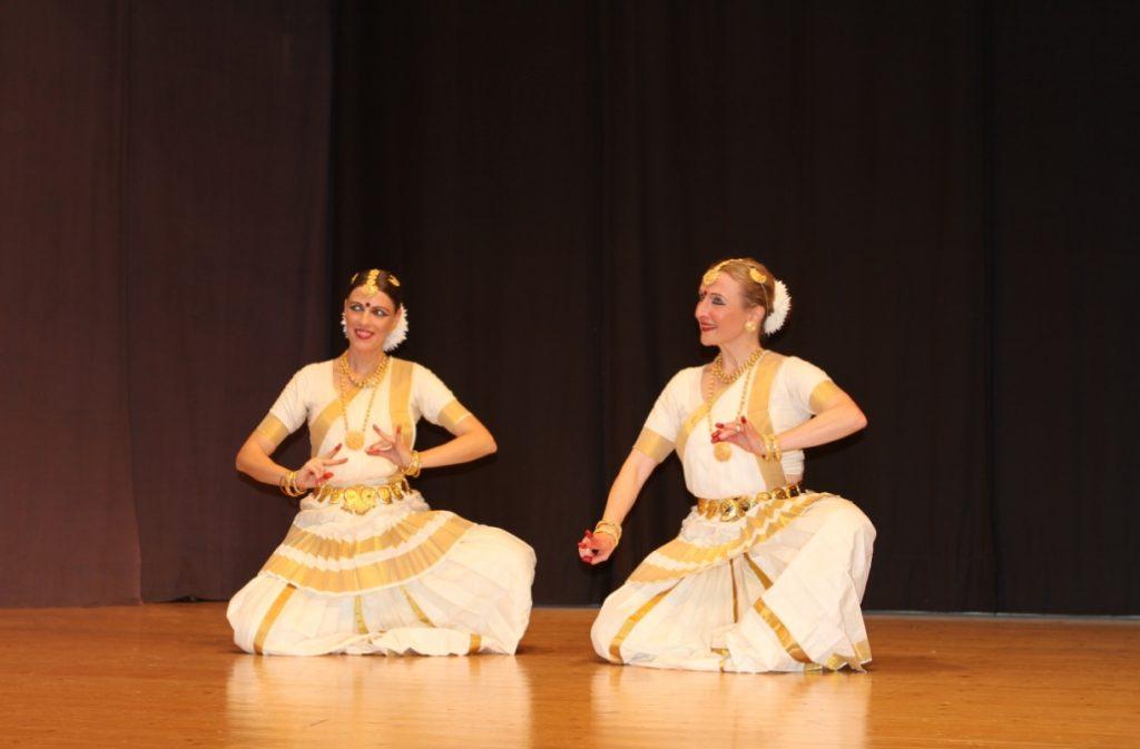 Brigi und Sandra performing Mohiniyattam